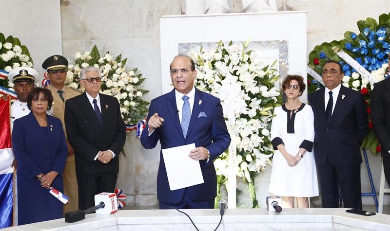JCE realiza Ofrenda Floral ante el Altar de la Patria por 175 Aniversario Independencia Nacional