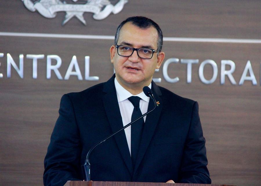 Magistrado Román Andrés Jáquez Liranzo toma posesión como Presidente JCE;  asegura que la JCE será casa